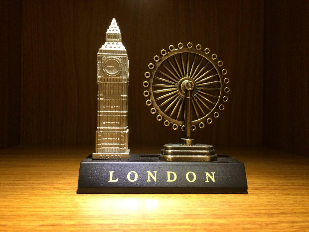 Miniatura Arquitetônica do bigben e london eye em londres