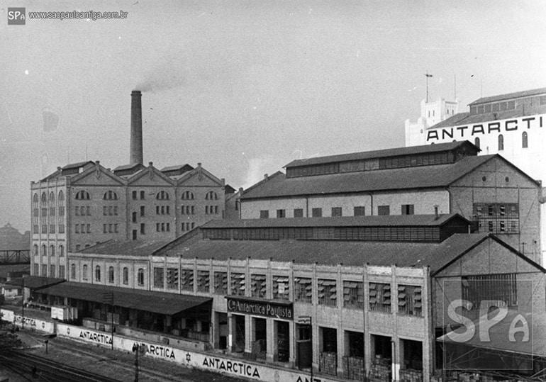 Foto antiga da fábrica da artarctica paulista