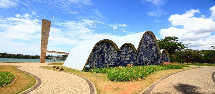 osscar niemeyer a arquiteta1 750x330 - Maiores arquitetos brasileiros: conheça os principais nomes da nossa arquitetura