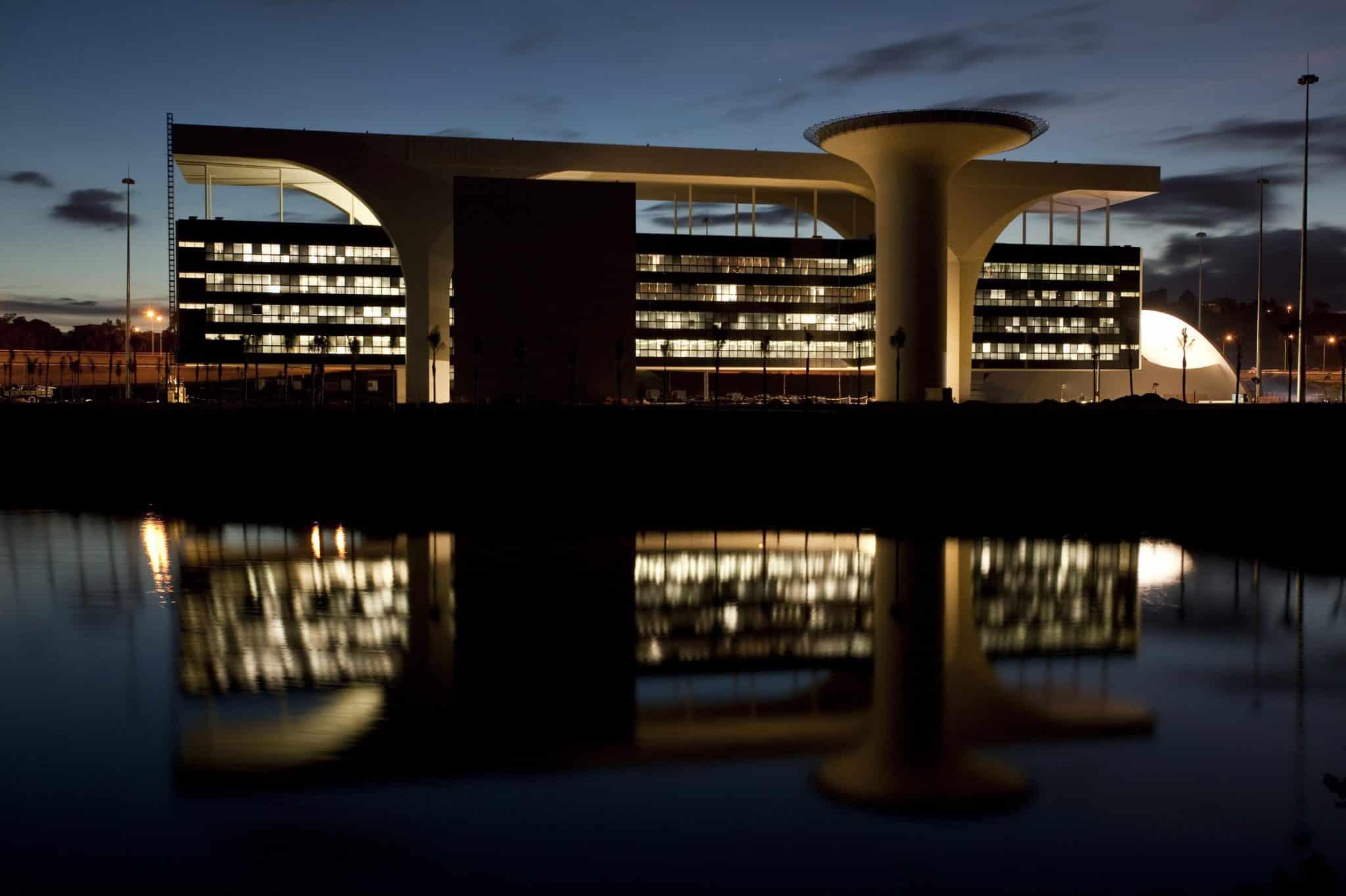 osscar niemeyer a arquiteta3 - Maiores arquitetos brasileiros: conheça os principais nomes da nossa arquitetura