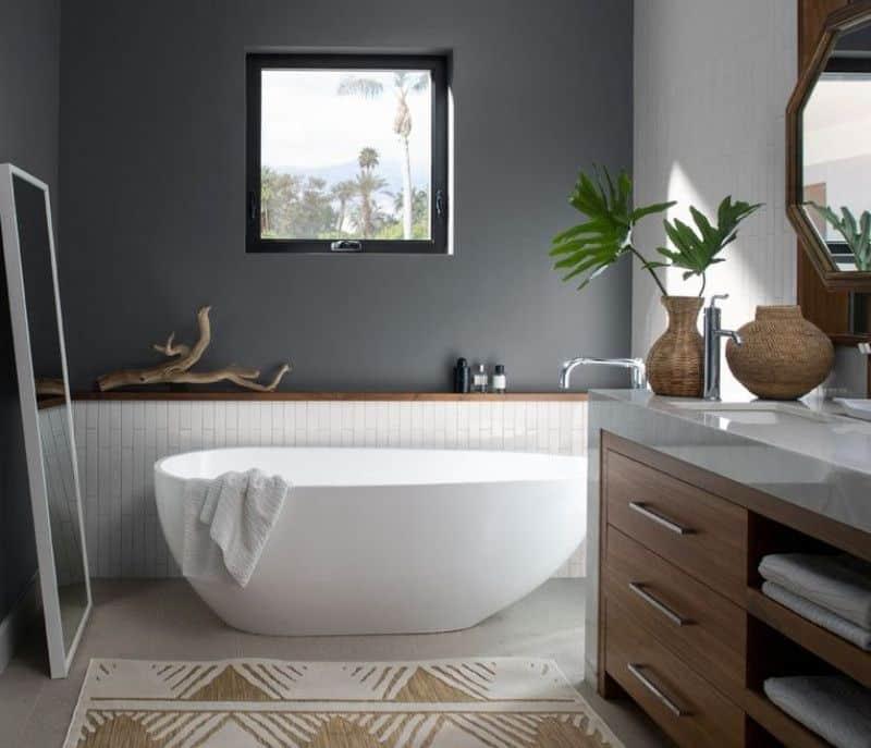 banheiro cinza com banheira branca - Os 10 Mandamentos da Pintura