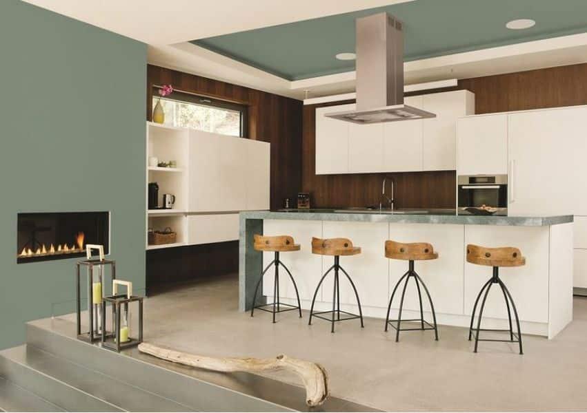 cozinha com destaque de fundo madeira - Os 10 Mandamentos da Pintura
