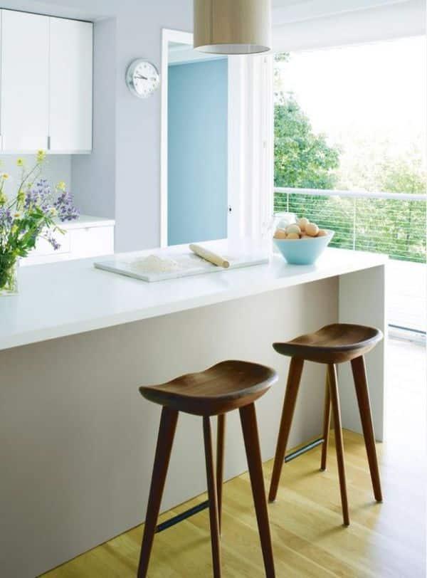 cozinha com pancada branca e paredes claras - Os 10 Mandamentos da Pintura