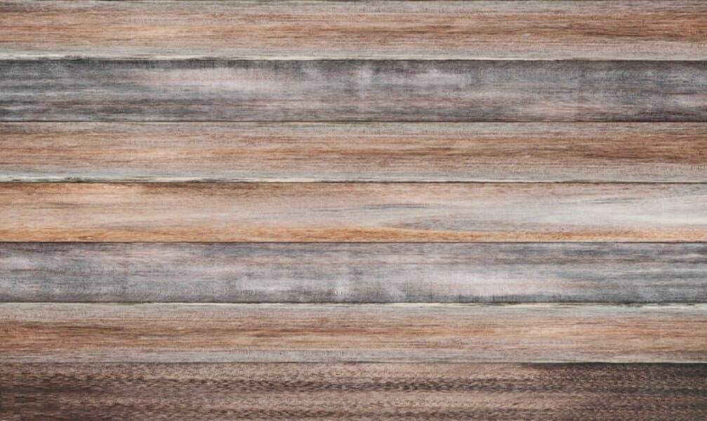 Parede com paletes de madeira