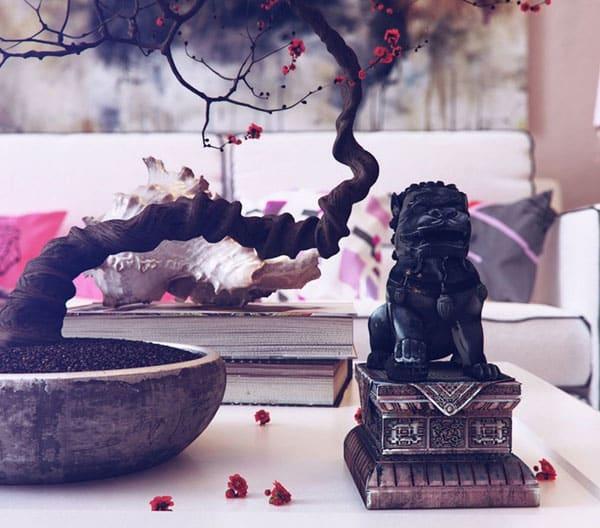 mesa com escultura - Como tornar sua casa totalmente Zen em 10 passos