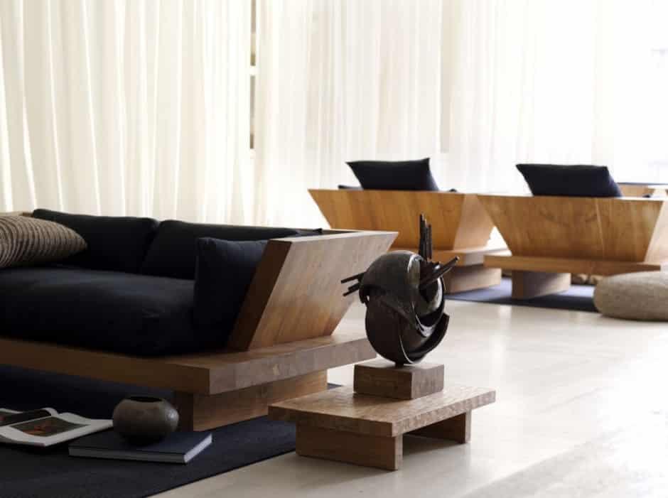 Sofá e poltronas de madeira