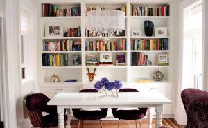 biblioteca branca com prateleira aberta 300x185 - 4 dicas para dar personalidade em sua casa
