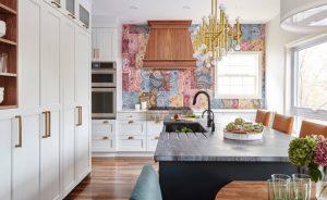 cozinha com o fundo de parede colorido 300x184 - 4 dicas para dar personalidade em sua casa