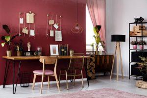 escritório com parede vermelho escuro 300x200 - 5 idéias para esquemas de cores de escritório em casa