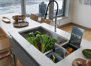 pia com acessórios 300x217 - Pias de cozinha: Como escolher o melhor estilo para suas necessidades