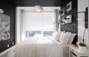 quarto de casal com preteleiras brancas com plantas 300x194 - Cores escuras em pequenos espaços? Sim você pode! (Veja como)