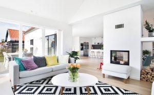sala de estar branca com sofá branco e almofadas coloridas 300x186 - Qual é o seu estilo de Design de Interiores?