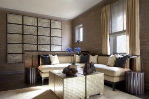 sala de estar marrom com acentos metálicos 300x199 - Cores escuras em pequenos espaços? Sim você pode! (Veja como)