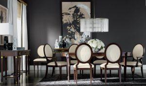sala de jantar com cadeiras de madeira e estofado branco 300x178 - Cores escuras em pequenos espaços? Sim você pode! (Veja como)