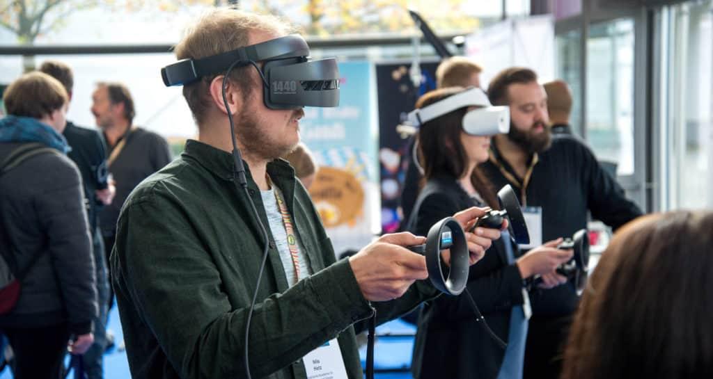 jogos virtuais - 9 maneiras de usar realidade aumentada e virtual em seus eventos.