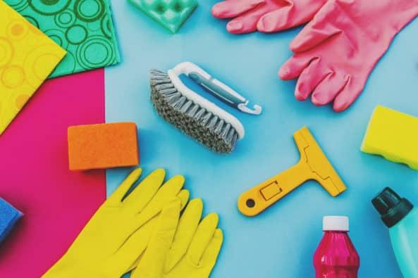 Diversos materiais de limpeza - Como manter sua casa limpa durante uma pandemia