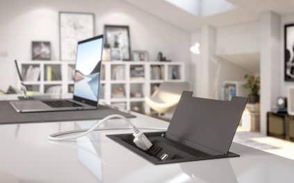 Mesa com leptop em cima - Construa um escritório funcional em casa em 6 etapas fáceis. Confira!