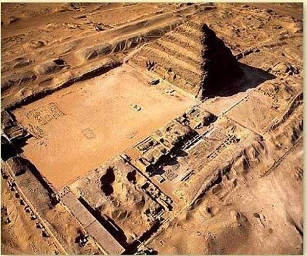 pirâmides de degraus - A arquitetura das pirâmides do Egito